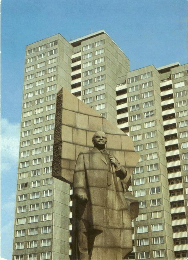 Lenin-statue-in-Berlin