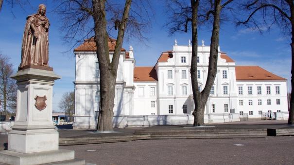 Luise Henriette's 19th century statue at Oranienburg palace