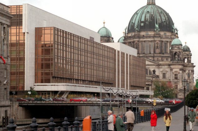 The Palace of the Republic in 1997, just before work started to remove its 5000 tonnes of asbestos.