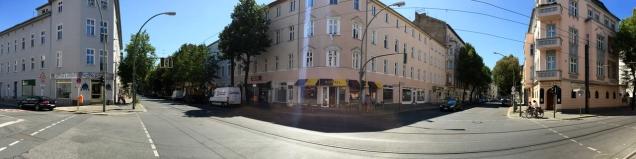 Kruising van de Gustav-Adolf-Strasse met de Langhansstrasse in Weissensee