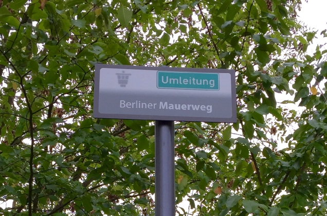 The official Mauerweg signs put up by the Berlin Senate. They even have official Umleiting (deviation) signs, bless them!